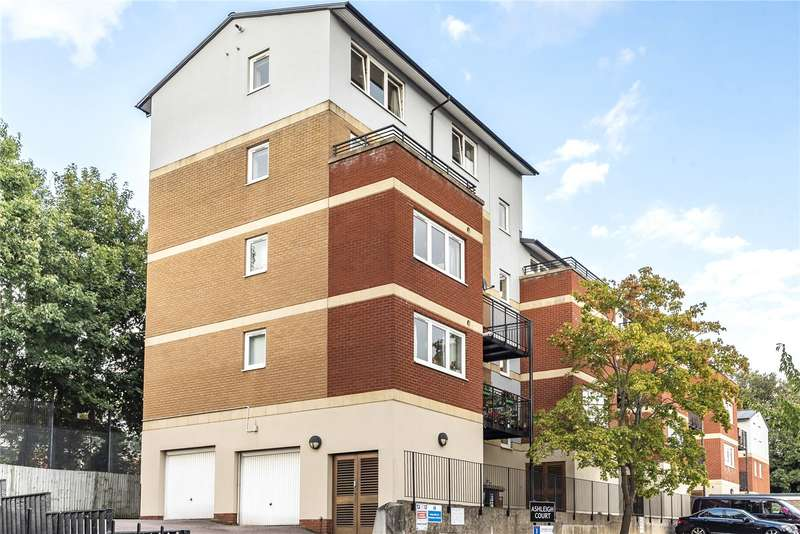 2 Bedrooms Penthouse Flat for sale in Penn Place, Solomons Hill, Rickmansworth, Hertfordshire, WD3