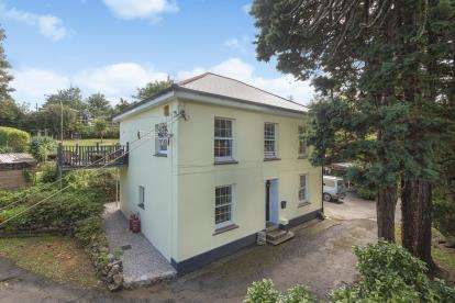 5 Bedrooms Detached House for sale in St. Blazey, Par, Cornwall