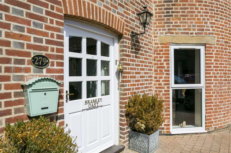 4 Bedrooms House for sale in Bramley Oast, Broadwater Road, West Malling