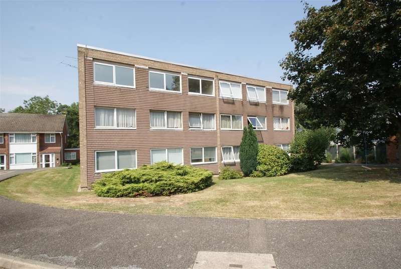 2 Bedrooms Flat for sale in Wingrave Crescent, Brentwood