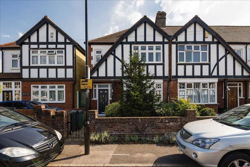 3 Bedrooms Semi Detached House for sale in Frinton Drive, Woodford Green, Essex