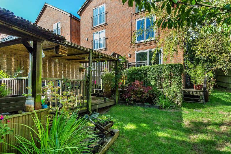 4 Bedrooms Semi Detached House for sale in Beech Road, Biggin Hill, TN16