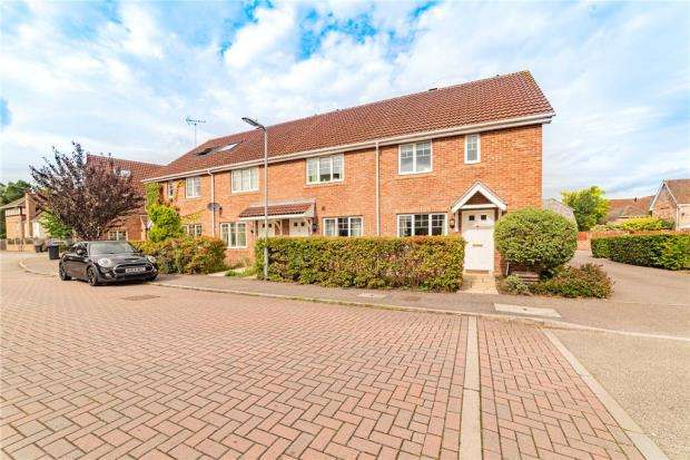3 Bedrooms Semi Detached House for sale in Rykmansford Road, Fleet, Hampshire