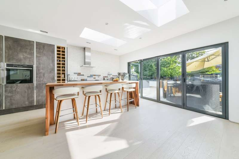 4 Bedrooms End Of Terrace House for sale in Fairfield Road, Bromley, BR1
