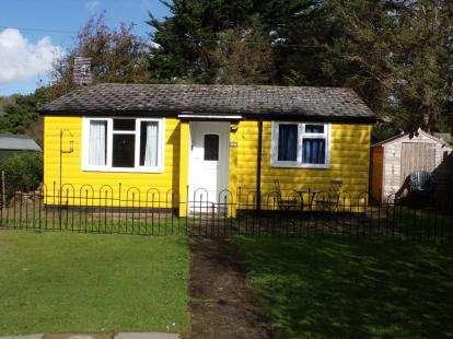 2 Bedrooms Bungalow for sale in Chatham Log Cabins, Llanwnda, Caernarfon, LL54