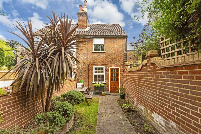 3 Bedrooms House for sale in Malden Road, Cheam, Sutton