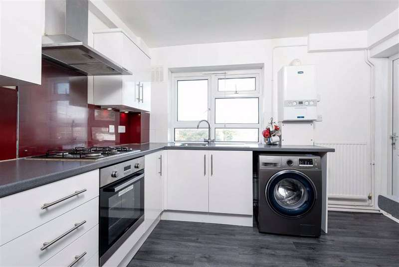 3 Bedrooms Flat for sale in Larkfield Close, Hayes