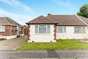 2 Bedrooms Bungalow for sale in Eden Way, Warlingham, Surrey, .