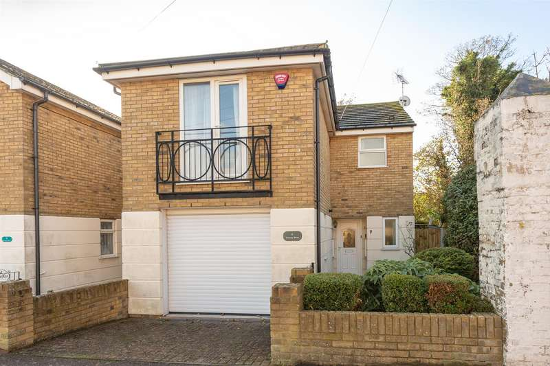 3 Bedrooms Semi Detached House for sale in Station Road, Westgate-On-Sea
