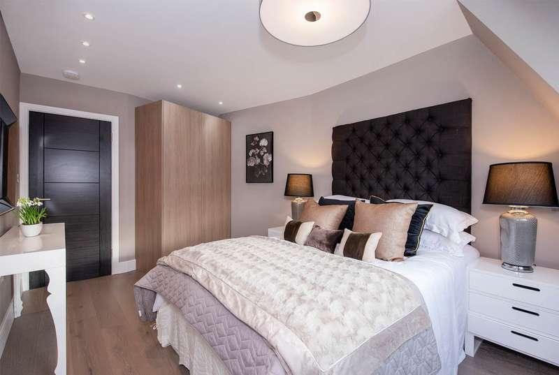 3 Bedrooms Apartment Flat for sale in Top Floor Flat, Woodlands, Hampstead Garden Suburb, NW11 9QU