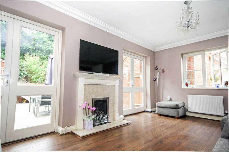 4 Bedrooms Detached House for sale in Prower Close, Billericay