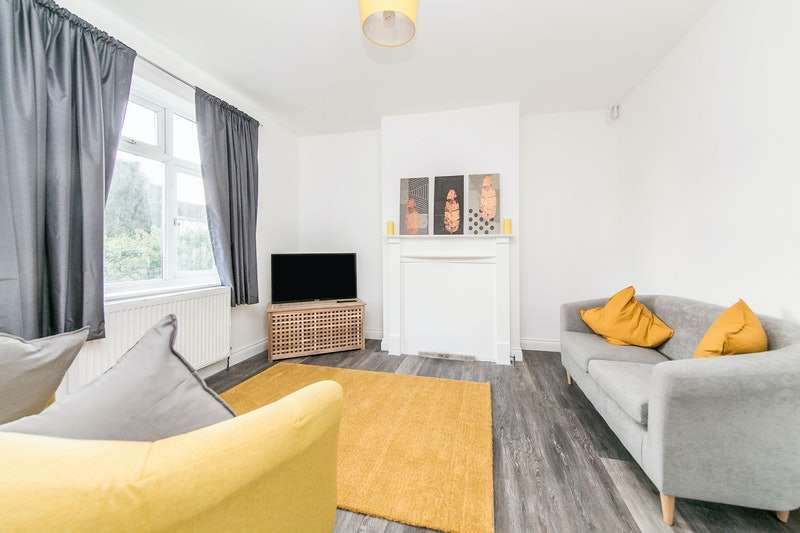 2 Bedrooms Flat for sale in Cloes Lane, Clacton-on-Sea, Essex, CO15