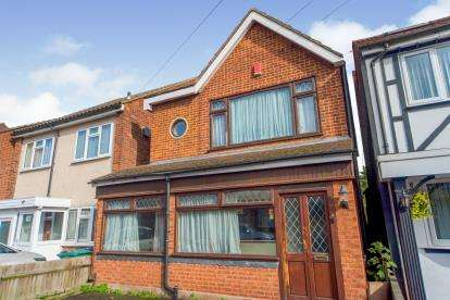 3 Bedrooms Detached House for sale in Walthamstow, Waltham Forest, London