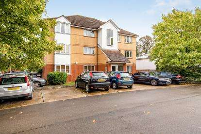 2 Bedrooms Flat for sale in Chestnut Court, Bedford Road, Hitchin, Herts