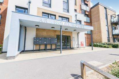 2 Bedrooms Flat for sale in Alver Village, Gosport