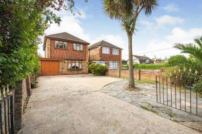 4 Bedrooms Detached House for sale in Canvey Island, Essex, England
