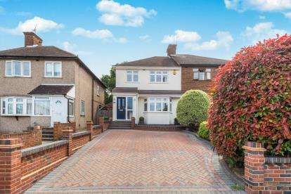 3 Bedrooms Semi Detached House for sale in Collier Row, Romford, Havering