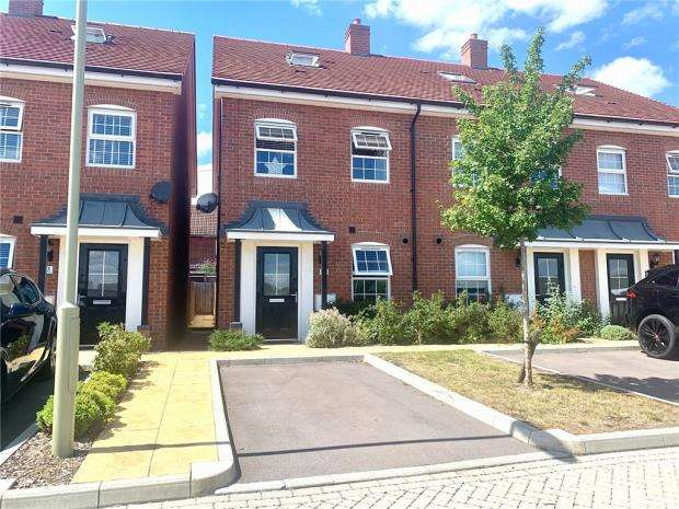 3 Bedrooms Semi Detached House for sale in Ashton Gardens, Eastleigh