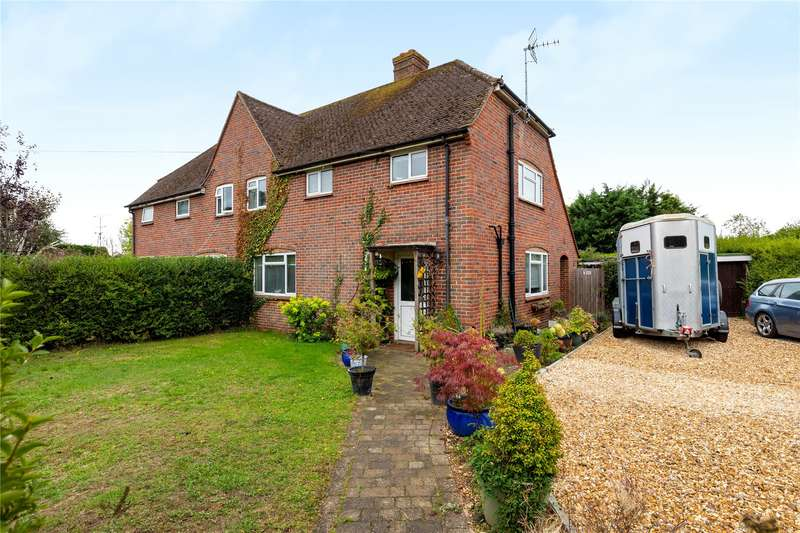 3 Bedrooms Semi Detached House for sale in Kingsley Road, Eversley, Hook, Hampshire, RG27