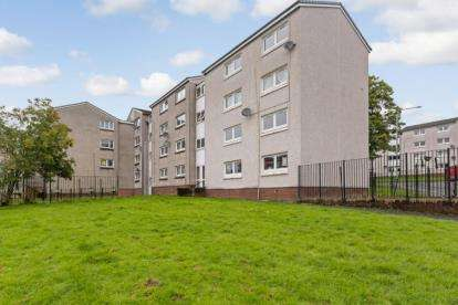 2 Bedrooms Flat for sale in Dougray Place, Barrhead, Glasgow, East Renfrewshire