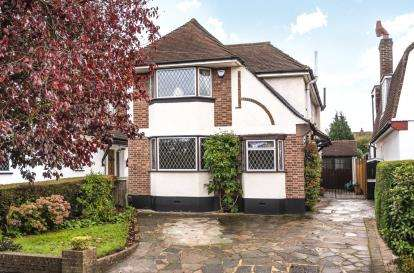 4 Bedrooms Detached House for sale in Felstead Road, Orpington