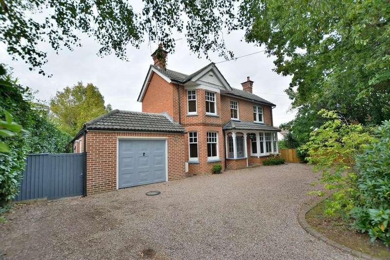 4 Bedrooms Detached House for sale in Moorlands Road, West Moors, Ferndown BH22 0JN