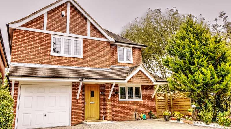5 Bedrooms Detached House for sale in Winchester Road, Stroud, Petersfield