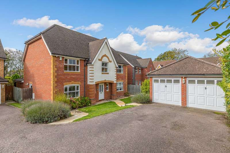 5 Bedrooms Detached House for sale in Limekiln Close, Royston, SG8