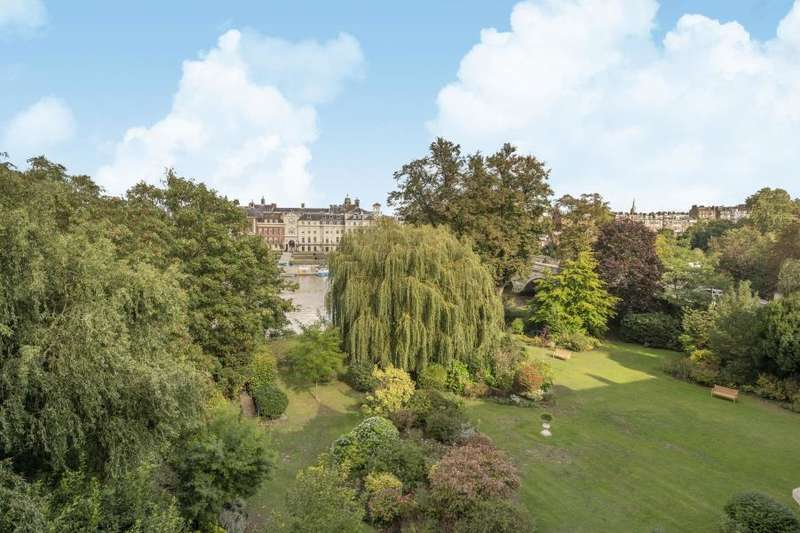 3 Bedrooms Flat for sale in Richmond Bridge Mansions, Twickenham