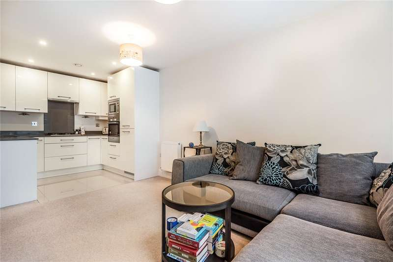 2 Bedrooms Apartment Flat for sale in Walkers House, Caravan Lane, Rickmansworth, Hertfordshire, WD3