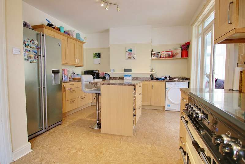 3 Bedrooms Detached House for sale in KITCHEN/DINER! SEPARATE LOUNGE! DRIVEWAY!