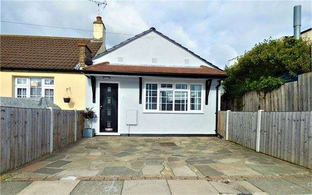 2 Bedrooms Semi Detached Bungalow for sale in Flemming Crescent, Leigh on sea, Leigh on sea, SS9 4HR