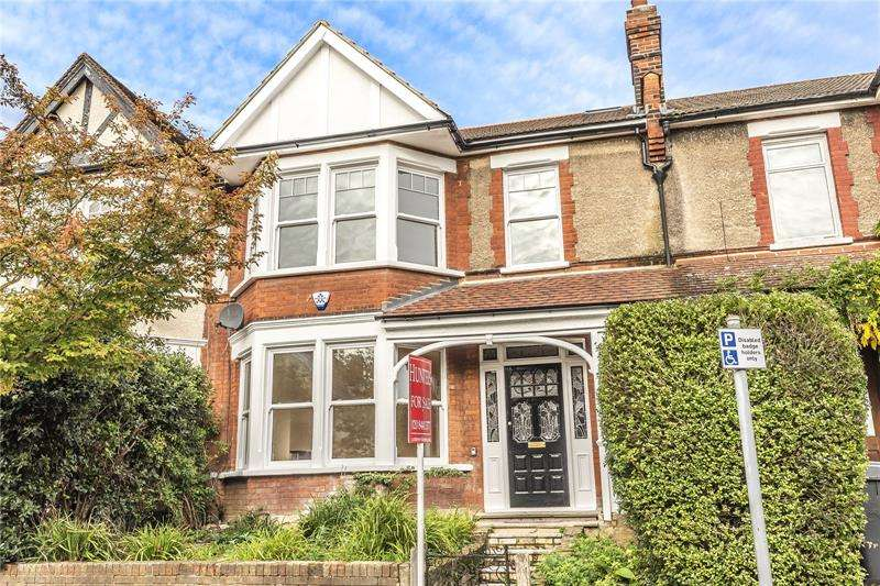 4 Bedrooms Terraced House for sale in Bedford Avenue, Barnet, EN5