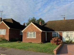 2 Bedrooms Bungalow for sale in Chilton Drive, Higham, Rochester, Kent
