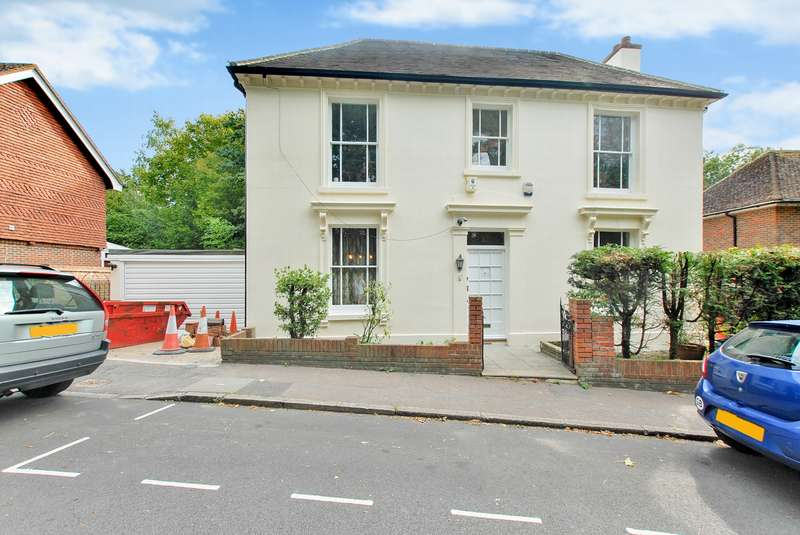3 Bedrooms Detached House for sale in Station Road, Hythe, CT21