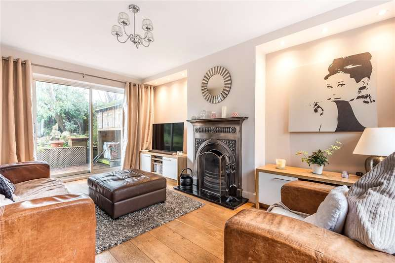 3 Bedrooms Semi Detached House for sale in The Queens Drive, Mill End, Rickmansworth, Hertfordshire, WD3