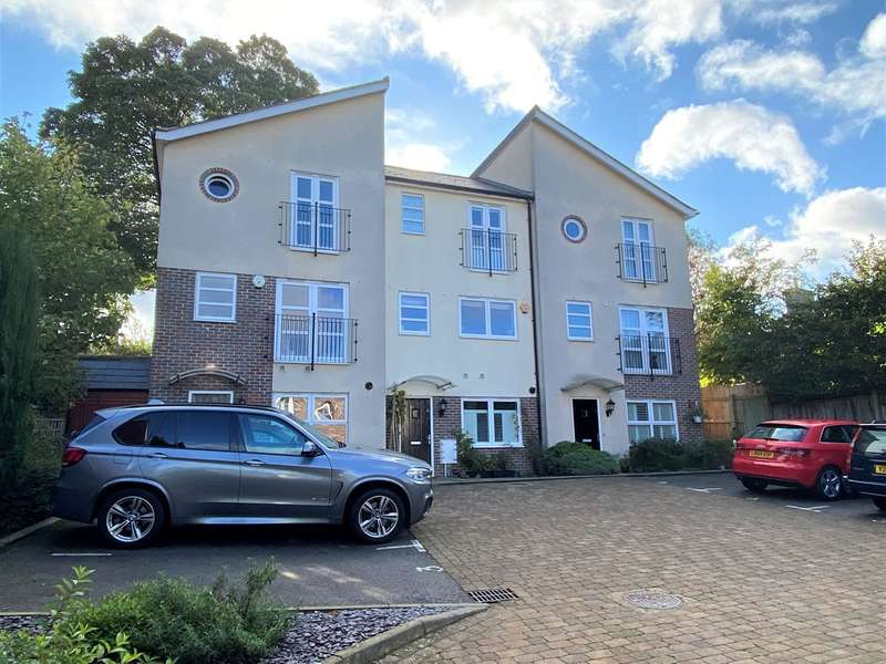 2 Bedrooms Town House for sale in 89 Walsworth Road, Hitchin, SG4