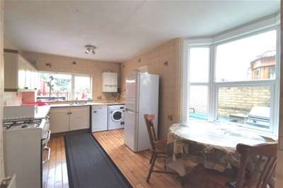 5 Bedrooms House for rent in Millais Road, London, E11 4HB