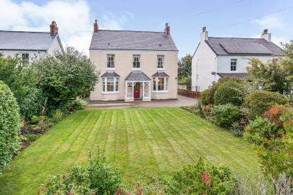 6 Bedrooms Detached House for sale in Meliden Road, Prestatyn, Denbighshire, North Wales, LL19