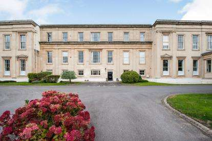 2 Bedrooms Flat for sale in Montpellier House, Suffolk Square, Cheltenham, Gloucestershire