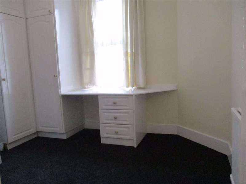 3 Bedrooms Flat for rent in Montague Road, Hounslow