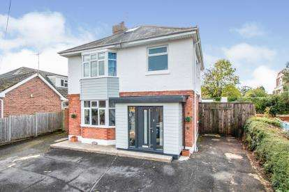 3 Bedrooms Detached House for sale in Northbourne, Bournemouth, Dorset
