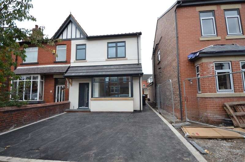 4 Bedrooms Property for sale in Kenyon Road, Wigan