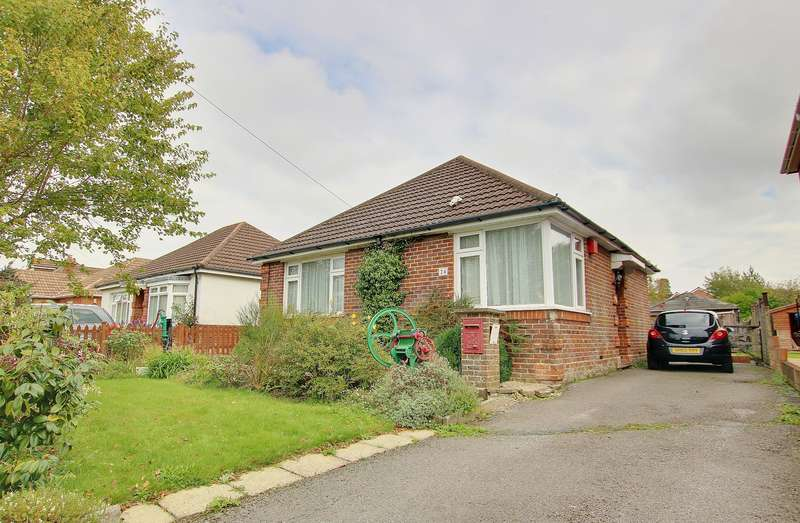 3 Bedrooms Detached Bungalow for sale in NO CHAIN! AMPLE PARKING! IMPRESSIVE GARDEN! A MUST SEE!