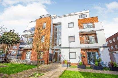 2 Bedrooms Flat for sale in Longbridge Road, Barking