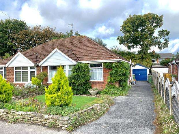 2 Bedrooms Semi Detached Bungalow for sale in Long Close Road, Hedge End, Southampton