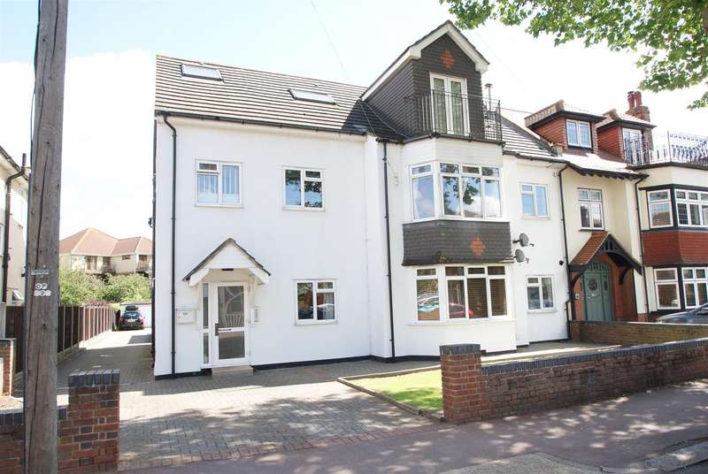 2 Bedrooms Flat for sale in Hadleigh Road, Leigh-On-Sea