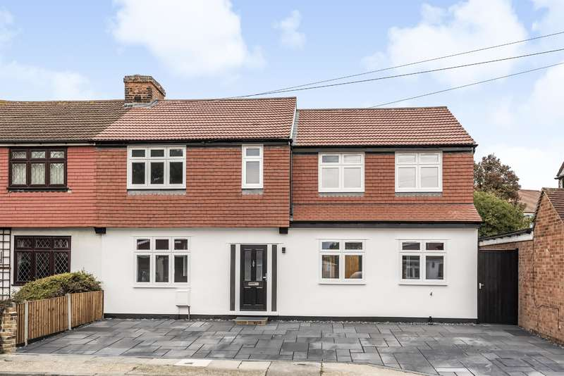 4 Bedrooms Semi Detached House for sale in Hamilton Avenue, Romford, Essex, RM1 4RP