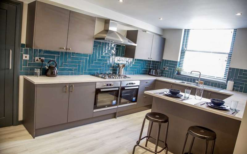 6 Bedrooms Terraced House for rent in Silverwell Street, Bolton