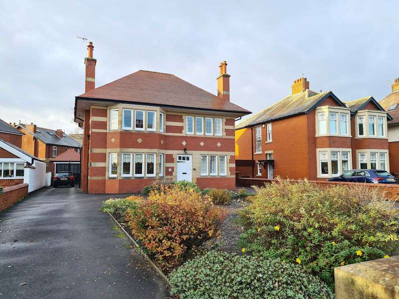 2 Bedrooms Flat for sale in Clifton Drive, Fairhaven, Lytham St Annes